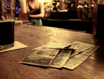 A Comprehensive Guide To Tipping Properly While Eating & Drinking Out
