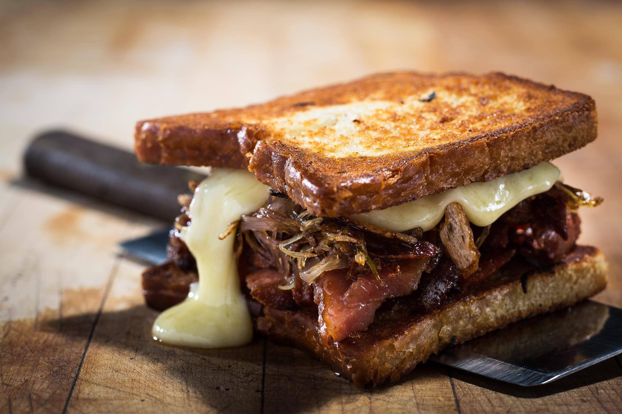 Montreal's Mouthwatering Grilled Cheeses Now Available Till 3am At A Popular Bar On St-Denis